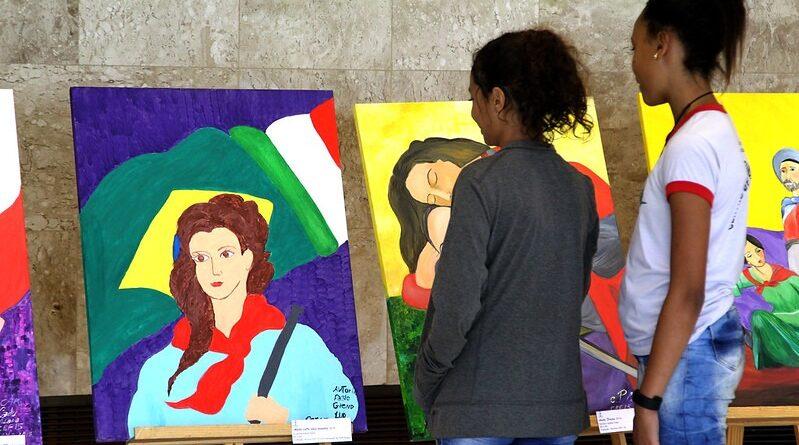 """Ideia de escola como """"campo vivo de cultura"""" domina live promovida pela Complexo"""